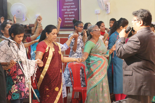 Hundreds gathered at the Night Vigil prayer organized by Grace Ministry in Mangalore at Prayer Center here on Feb 03, 2018. Many were healed by the power of Holy Spirit by the prayers of Bro Andrew Richard.