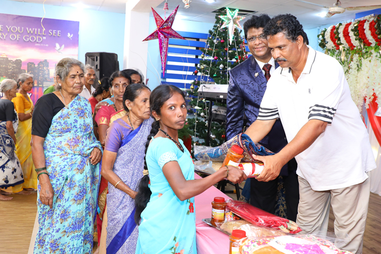 Grace Ministry, Bro Andrew Richard & family helped the poor and needy families on the occasion of New Year Eve by distributing Sarees, Grocery & Food in Mangalore.