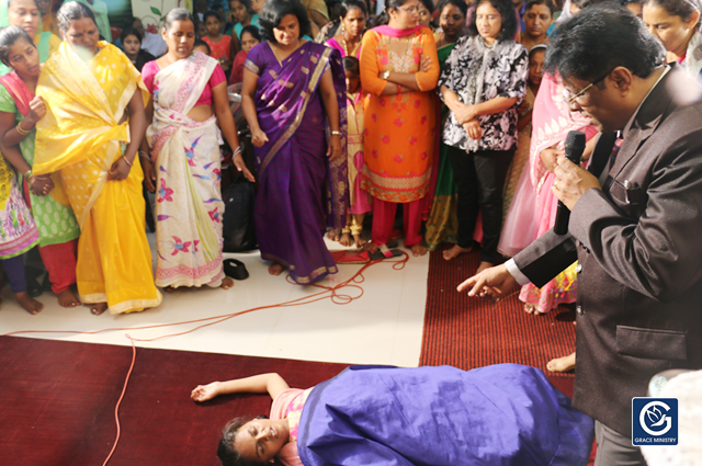 Demon Possessed Tenager gets complete Deliverance by the Prayers of Bro Andrew Richard, Grace Ministry Mangalore. she was Demon Possessed for several Long years nevertheless Jesus set her free.
